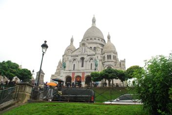 The Sacre Cour outlooking gorgeous Montmartre